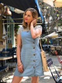 EAMR Veste – Look com vestido jeans, bolsa de palha e bota vintage