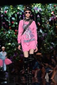 Sentimentos nostálgicos nas passarelas de Moda Internacional - Moschino