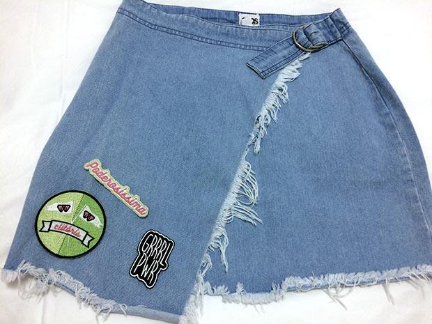 Minha saia Jeans com meus novos Patches feministas