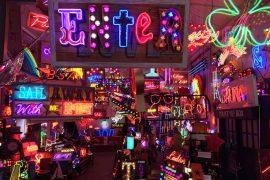 Arte neon em Londres - Gods Own Junkyard