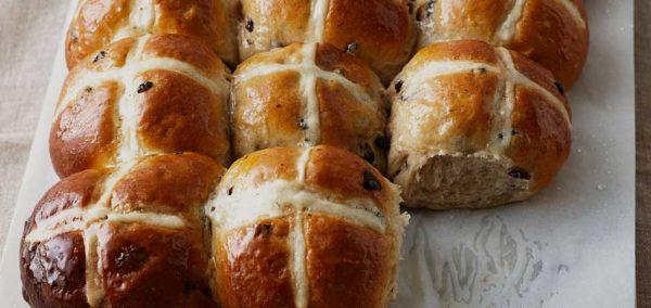 Hot cross buns: pãezinhos veganos doces de Páscoa   Estilo ao Meu Redor