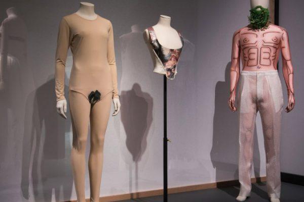 """Exposição """"The Vulgar: Fashion Redefined"""" questiona o conceito de bom gosto"""