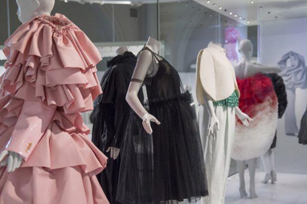 Exposição Balenciaga: Shaping Fashion no museu Victoria & Albert em Londres