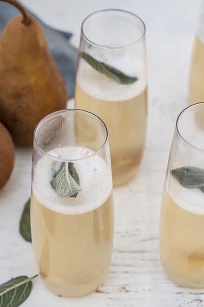 Drink com espumante, pera e sálvia | EAMR Drink da semana