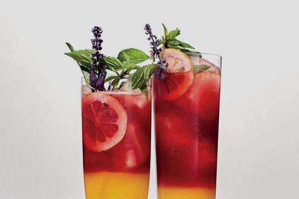 Drink da Semana: Receita de limonada de amoras e cúrcuma em camadas