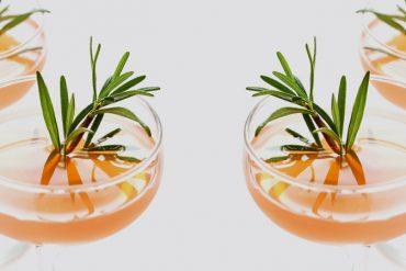 Drink refrescante de toranja e alecrim