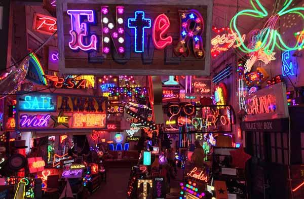 Arte neon Londres - Gods Own Junkyard