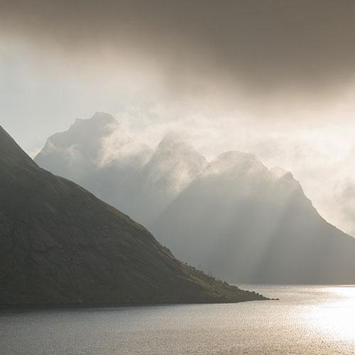 16-12-16-freya-mountains-and-lake