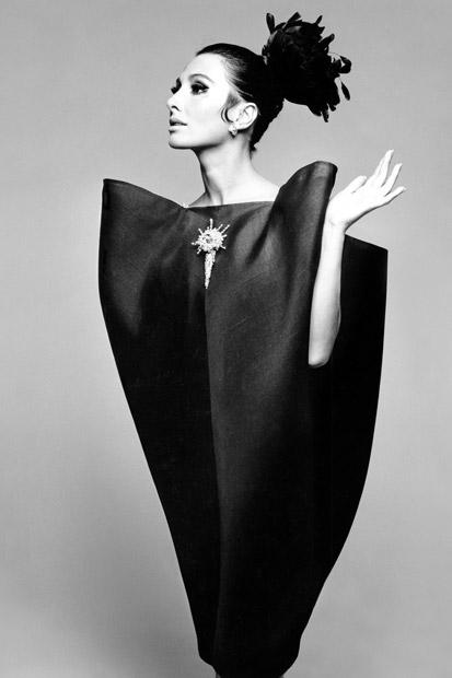 Exposição Balenciaga: Shaping Fashion no museu Victoria & Albert em Londres | EAMR