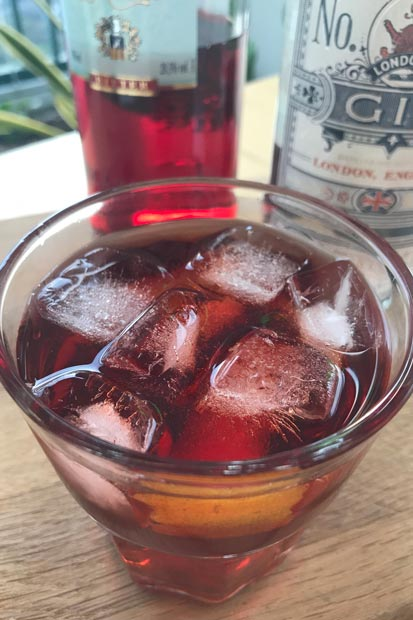 Aprenda a receita de Negroni, drink clássico com gin e vermute | EAMR