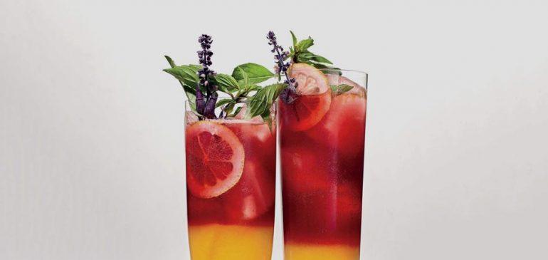 Drink da Semana: Receita de limonada de amoras e cúrcuma em camadas   EAMR