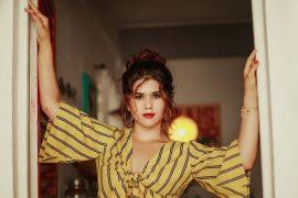 """Entrevista: Cantora Iasmin lança seu primeiro single autoral: """"Fazer o Quê?"""" - Estilo ao Meu Redor"""