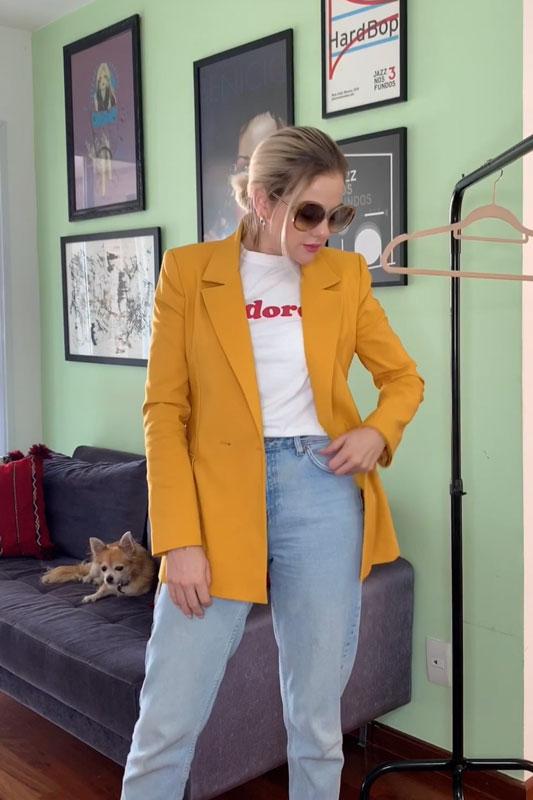4 looks com um blazer mostarda da Amaro - Look para quando estiver atrasada