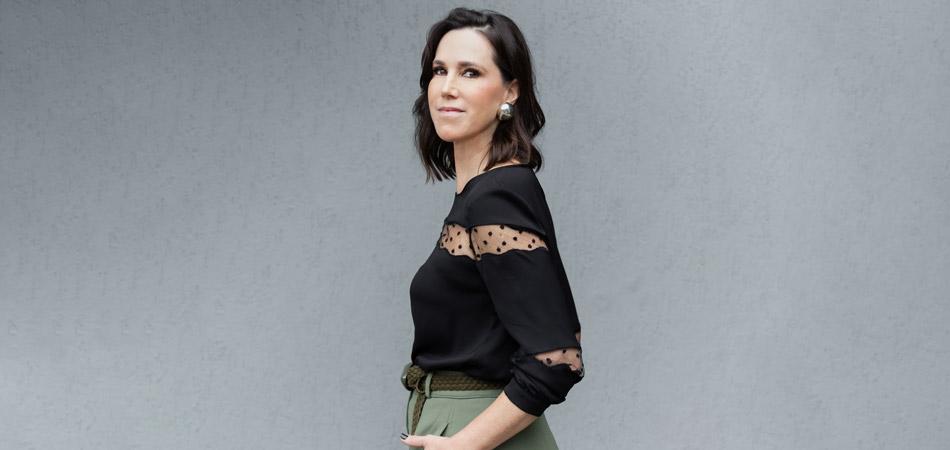 A autora, Rachel Jordan, mulher, com cabelos pretos cortados na altura do ombro.
