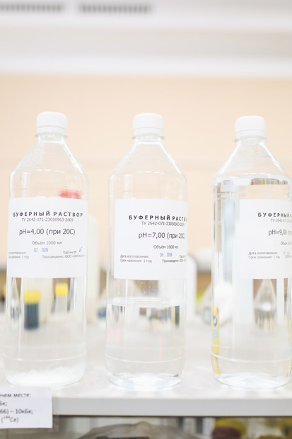 Foto de embalagens transparentes contendo ácido glicólico