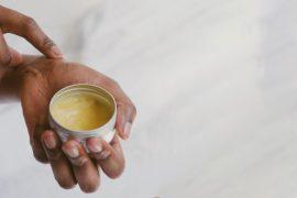 7 cremes naturais para mãos para manter suas mãos hidratadas