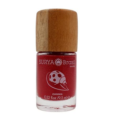 Um dos esmaltes veganos da Surya, na cor vermelho Joaninha