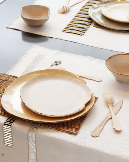 Conjunto de pratos de cerâmica e conjunto americano da marca Fellicia