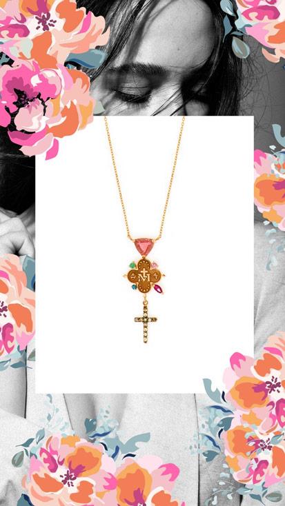 Escapulário da coleção Fé e Amor da designer de joias Carolina Neves, com cordao e detalhes em dourado.