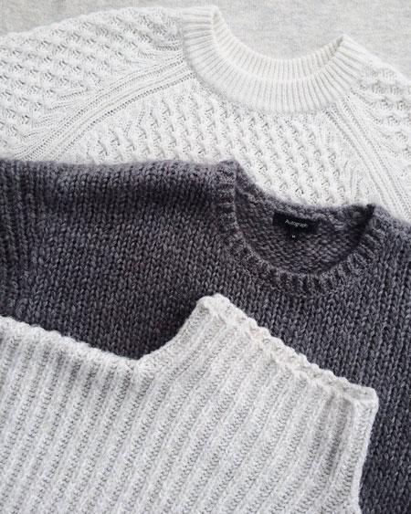 Peças de lã brancas e cinzas, peças delicadas que devem ser preservadas no seu guarda-roupas sustentável